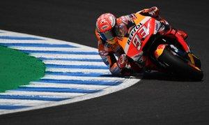 El piloto español del equipo Repsol Honda Marc Márquez compite en la carrera de MotoGP del Gran Premio de España en el circuito Jerez - Angel Nieto en Jerez de la Frontera.