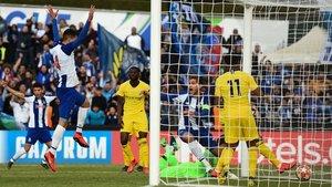 Queiros marca uno de los tantos del Porto