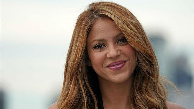 Shakira muestra cómo le peinan para la presentación de la Copa David en Nueva York