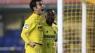 Trigueros celebra un gol con su compañero Bakambu