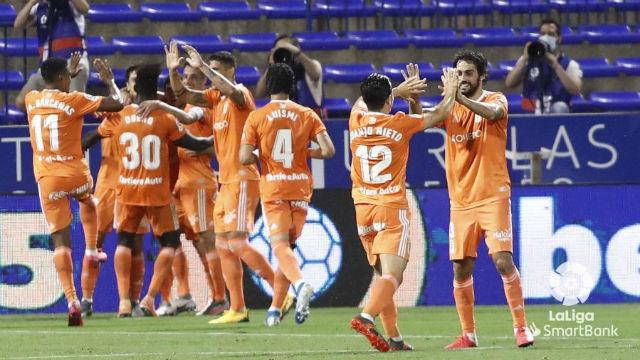 El Zaragoza regala el ascenso al Cádiz