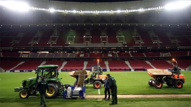 El Atlético cambia el césped del Wanda Metropolitano