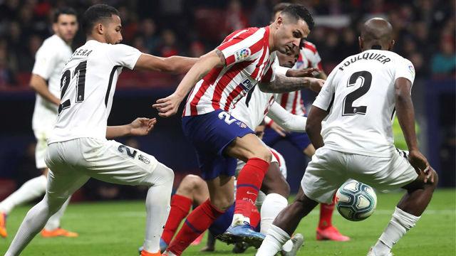 El Atlético vence al Granada y vuelve a la senda del triunfo