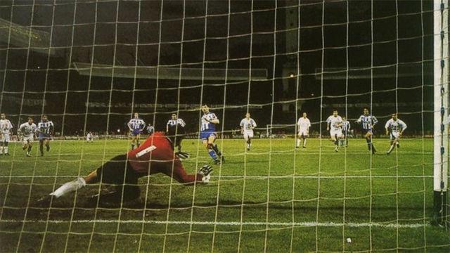 Se cumplen 25 años del penalti fallado de Djukic que dio la liga al Barça