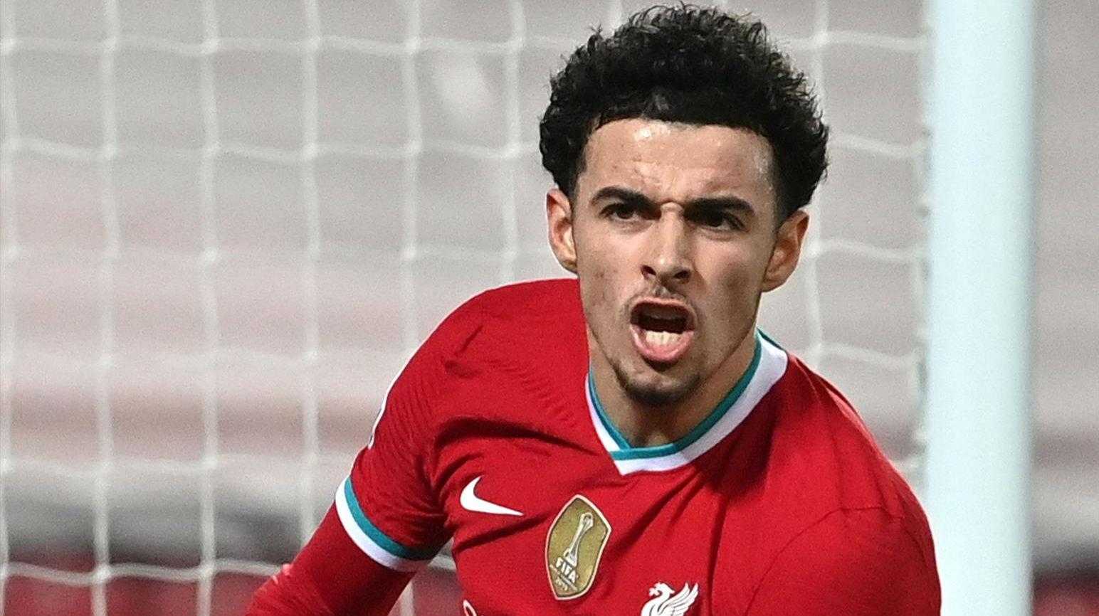 Curtis Jones marcó el único gol del Liverpool en una sonrojante pifia de Onana