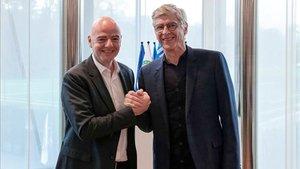 Gianni Infantino y Arsène Wenger hicieron oficial el acuerdo
