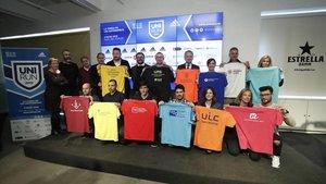 Las 12 Universidades representadas con las camisetas de la prueba