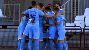 Los jugadores del Girona hacen piña tras el tanto de Samu Sáiz