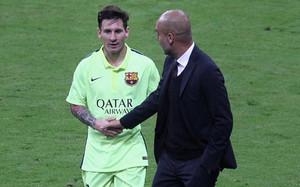 Messi y Guardiola conversaron al final de la primera parte