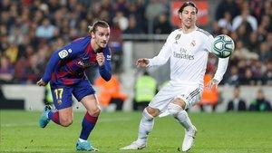 Ramos junto a Griezmann en el Clásico del Camp Nou