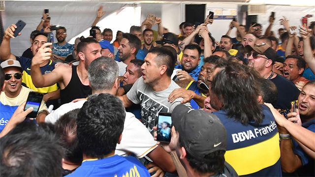 Riquelme no se corta al ir a votar: ¡enloquece junto con los aficionados de Boca!