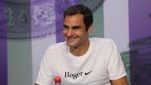 Roger Federer, con una camiseta conmemorativa de su octavo Wimbledon