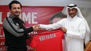 Rui Faria posa con la camiseta de su nuevo equipo