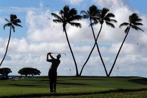 Seamus Power juega el hoyo 16th durante la primera ronda del Sony Open In Hawaii en el Waialae Country Club en Honolulu, Hawaii.