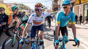 Valverde y Luis León poco antes de la salida de etapa