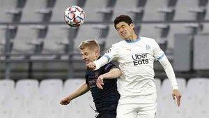 Zinchenko y Sakai, en acción durante el OM - Manchester City de ayer