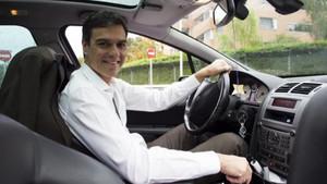 Pedro Sánchez en coche