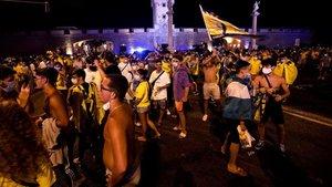 La afición del Cádiz celebró el ascenso de su equipo sin tener en cuenta las medidas sanitarias