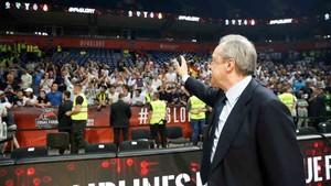 Florentino Pérez, con los aficionados en Belgrado