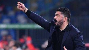 Gattuso dirigiendo al Napoli