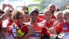 Iannone celebra su victoria con el Team Ducati