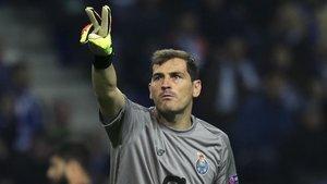 Iker Casillas felicita a Arconada por su cumpleaños con una divertida anécdota | El Periódico