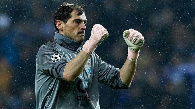 La imagen de Casillas jugando con chubasquero se hace viral