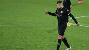 Jordi Alba celebra el empate en el Carranza