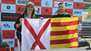 Jordi Alba, junto a la alcaldesa Nuria Marín, en la presentación de su campus