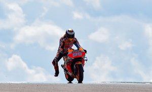 Jorge Lorenzo durante la sesion de entrenamientos libres de MotoGP para el GP de Aragon en el circuito Motorland en Alcañiz.