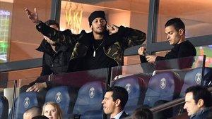 Neymar, en la grada junto a Ben Arfa durante la etapa de este último en el PSG