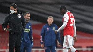 Nketiah se retira del Emirates tras su expulsión
