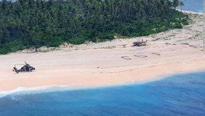 La serie Perdidos se hace realidad: rescatan a 3 marineros por escribir un SOS en la tierra