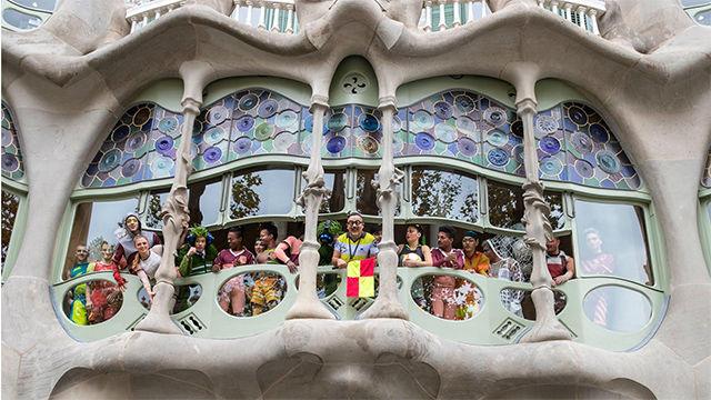 El show del Cirque du Soleil by Messi, integrado en la Casa Batlló