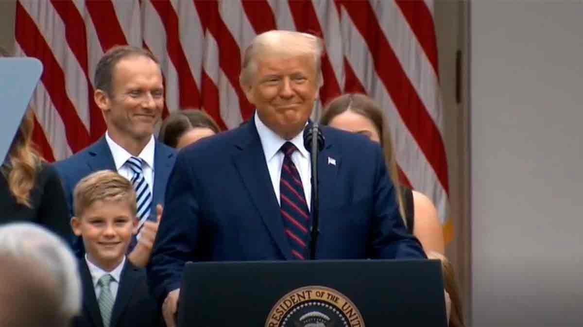 Trump inicia cuarentena tras conocer el resultado positivo por COVID-19 de su asesora