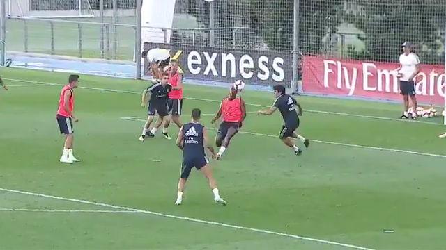 Vinicius se luce en el entrenamiento del Madrid con esta increíble chilena