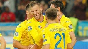 Yarmolenko anotó el segundo de Ucrania