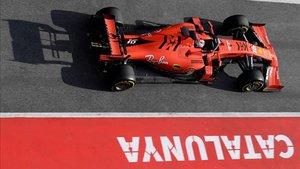 Leclerc y Ferrari impresionan en Barcelona