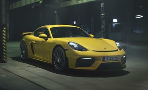 El furioso Porsche Cayman GT4 reta de nuevo al mito 911