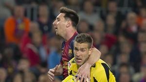Adan y Messi durante el transcurso del partido en Sevilla
