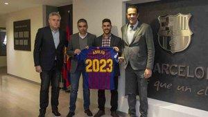 El ala Adolfo firmó su renovación con el Barça Lassa