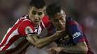 Bustinza, en disputa con Neymar en la final de Copa de 2015