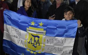 Cientos de hinchas alentaron a Messi