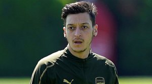 Daily Mirror: Özil podría no volver a jugar con el Arsenal