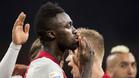 Davinson Sánchez, defensa central del Ajax, sigue en la agenda de los responsables técnicos del FC Barcelona