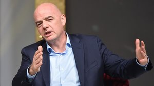 La FIFA, presidida por Gianni Infantino, sigue expandiéndose