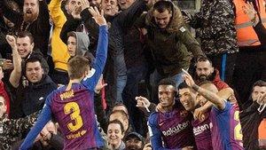 Gerard Piqué mostró otra manita en el Camp Nou