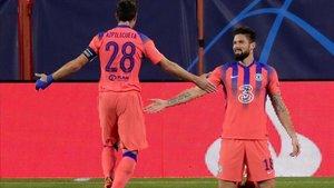 Giroud celebra uno de sus goles ante el Sevilla