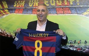 Hristo Stoichkov, durante la presentación de una tienda del Barça en México