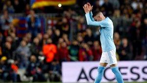 Iago Aspas abandonó el Camp Nou lesionado y ovacionado